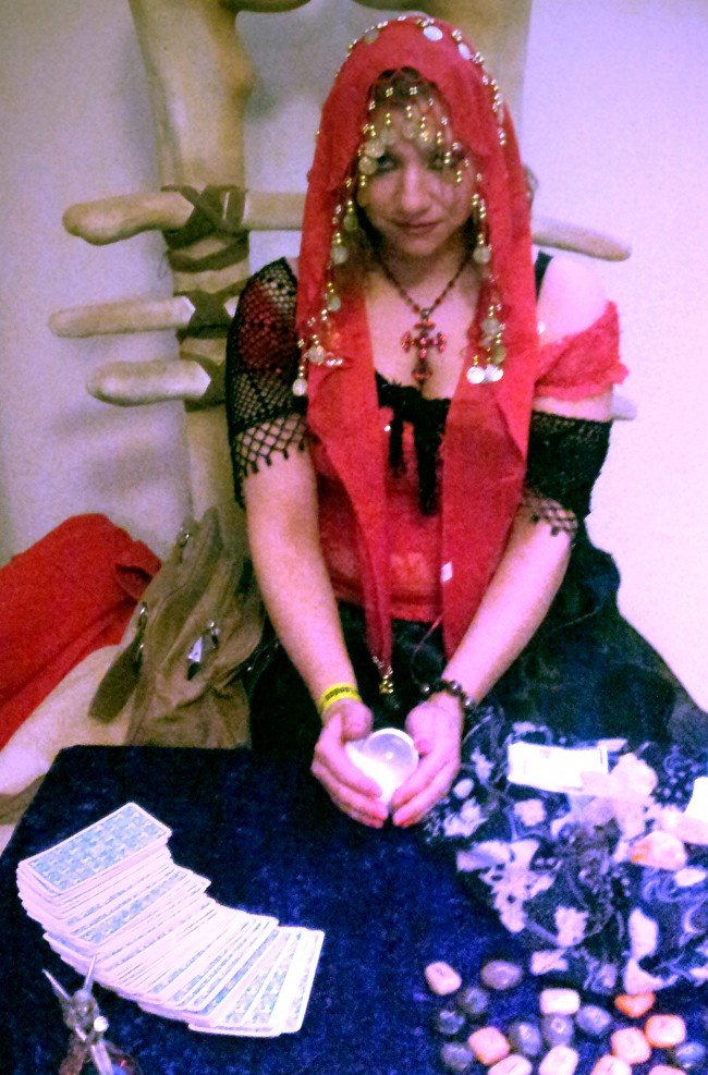 Gypsy-psychic-crystal-ball-tarot-palm-reader-www.spiritualevents.co_.uk_-650x987